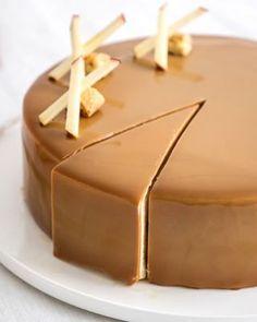 The recipe for caramel mirror glaze – Lace Wedding Cake Ideas Fancy Desserts, Fancy Cakes, Delicious Desserts, Pastry Recipes, Cake Recipes, Dessert Recipes, Apple Deserts, Caramel Recipes, Mousse Cake