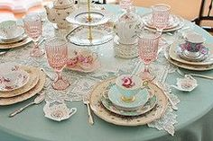 Vintage tea party table settings, who else is loving how vintage this is looking! We love tea parties and with we had time to do this once a week! Such a fun and pretty table setting! Tea Party Bridal Shower, Bridal Showers, Tea Table Settings, Place Settings, Vintage Tee, Vintage High Tea, Victorian Tea Party, Vintage Tea Parties, Vintage Party