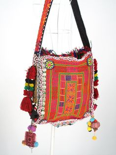 Hmong bag- Cutest bag I've ever seen Ethnic Bag, Ethnic Chic, Ethnic Style, Tribal Fashion, Colorful Fashion, Ankara Fashion, Africa Fashion, Hippy Chic, Boho Chic