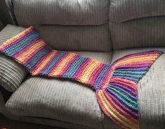 Pdf instand download pattern! Simple pattern - suitable for beginners! Sizes: Toddler - Small child, Junior - Teen, Small adul - Adult Written in both UK and US terms Create your own gorgeous crochet Mermaid tail blanket. Warm and cosy and fun to be cuddled up in. Can be made in any colour DK or bulky yarn. Lovely gift or personal project. Easy to add rows as you grow. Fin is easy to make bigger or smaller depending on preference. Full pattern in 3 sizes, colour photo tutorial, stitch...
