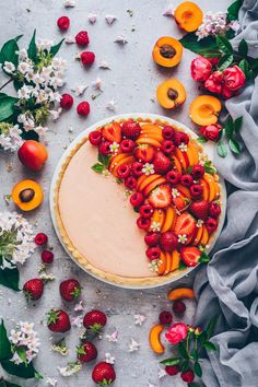 Mousse Tarte mit Aprikosen Himbeeren Erdbeeren The post Obst Creme Tarte appeared first on Dessert Factory. Think Food, Sugar Free Recipes, Food For A Crowd, Summer Fruit, Mousse, Cooking Recipes, Pie Recipes, Fruit Tart Recipes, Fresh Fruit Desserts