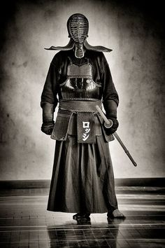 Japanese culture is more than Geisha, Sushi and temples, Kendo 剣道 - amazing martial arts Kendo, Katana, Aikido, Kung Fu, Bushido, Martial Arts Styles, Art Asiatique, Japanese Costume, Sword Fight