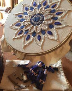Cushion Embroidery, Hand Embroidery Art, Ribbon Embroidery, Embroidery Stitches, Sharpie Doodles, Sharpie Art, Zen Doodle Patterns, Bordado Floral, Flower Doodles