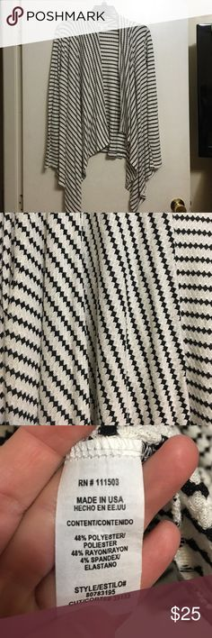 Super cute cardigan ❤️ Soft and stretchy material. Black and white design. Front comes down like a v. Super cute! meraki Sweaters Cardigans