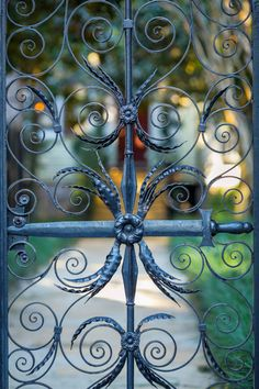Sword Gate, Charleston, SC © Doug Hickok More here. hue and eye Blur Image Background, Light Background Images, Metal Gates, Wrought Iron Gates, Sword Design, Eye Photography, Metal Artwork, Stone Work, Simple Pleasures