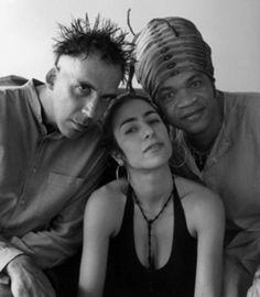 Arnaldo Antunes, Carlinhos Brown e Marisa Monte se reuniram em 2002 sob o nome de Tribalistas e lançaram um único álbum, auto-intitulado, que vendeu mais de 2 milhões de cópias no Brasil e no exterior.