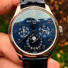 New Model Patek Philippe Perpetual Calendar with stunning blue dial en route to its new owner! Fossil Watches, Fine Watches, Cool Watches, Best Watches For Men, Luxury Watches For Men, Patek Philippe, Most Beautiful Watches, Watch Drawing, Rolex