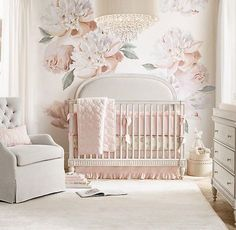 Floral Nursery, Baby Nursery Decor, Baby Decor, Nursery Floral Wallpaper, Vintage Nursery Girl, Elegant Baby Nursery, Nursery Room Ideas, Baby Girl Nursery Wallpaper, Vintage Girls Rooms