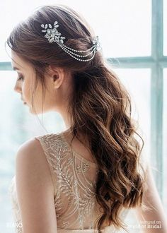 This lovely headpiece is perfect for your special day! Two Hair combs adorned with vintage rhinestone flower linked with 3 rows of rhinestone chain. This lovely headpiece can be worn in the front in the back or on the side. Hair Comb Wedding, Wedding Hair Pieces, Headpiece Wedding, Wedding Hair And Makeup, Wedding Hair Accessories, Bridal Headpieces, Quinceanera Hairstyles, Wedding Hairstyles, Chain Headpiece