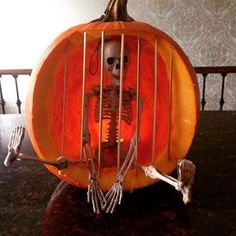 Best 40 chic scary pumpkin carving ideas for halloween in this year 21 - Real Time - Diet, Exercise, Fitness, Finance You for Healthy articles ideas Sac Halloween, Adornos Halloween, Outdoor Halloween, Halloween Projects, Diy Halloween Decorations, Holidays Halloween, Halloween Pumpkins, Diy Halloween Jail Cell, Halloween Halloween