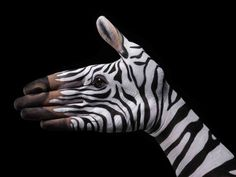 Guido daniele - hand painted body art one eyeland - inspirat Hand Pictures, Creative Pictures, Animal Paintings, Art Paintings, Photographie Art Corps, Hand Kunst, Art Tumblr, Art Tribal, Body Art Photography