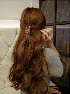 Wavy hair with clip #casual #hairstyles