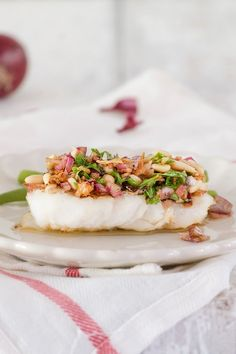 Cod with a fresh and crunchy sauce Dutch Recipes, Fish Recipes, Seafood Recipes, I Want Food, Love Food, Fast Food, Happy Foods, Fish Dishes, Recipes
