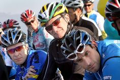 Listening to a few speeches just before the start of the race, from left, Dylan Casey, retired olympian, actor Robin  Williams, and George Hincapie, professional bike racer.  A 25-mile Breakaway from Cancer charity bike ride which started at the Marina Green on Dec. 3, 2006. Photo: Penni Gladstone, SFC