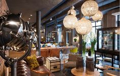 Hotel FABRIC is a luxury boutique hotel in Paris, France. Book Hotel FABRIC on Splendia and benefit from exclusive special offers ! Hotel Paris, Paris Hotels, Estilo Hipster, Estilo Retro, Hipsters, Alternative Kunst, Emission Deco, Themed Hotel Rooms, Site Hotel