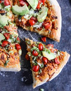 Chicken Enchilada Pizza I howsweeteats.com