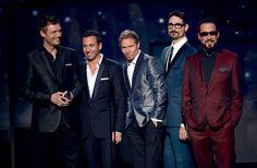 Ô, lá em casa… The Backstreet Boys    por Marina Smith | 2Beauty       - http://modatrade.com.br/l-em-casaa-the-backstreet-boys