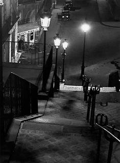 The Daisy Bar, Montmartre, Paris, 1930 (Andre Kertesz) Andre Kertesz, Budapest, Montmartre Paris, Vintage Photography, Street Photography, Art Photography, Robert Doisneau, Marc Riboud, Mondrian