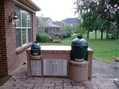 Big Green Egg #grills #grilling #outdoorkitchen