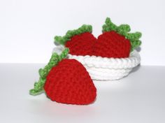 Scrumptious Bowl Of Amigurumi Strawberries cakepins.com