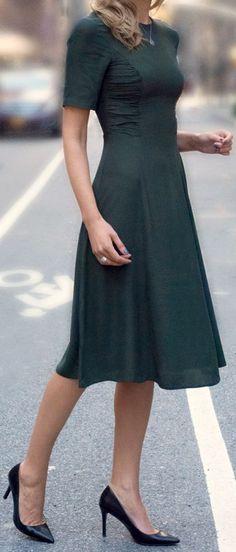es un corte muy sentador, aunque el vestido no se a muy lindo. Debo hacerlo en un color mostaza, o verde esmeralda