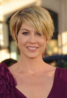 Popular Short haircut for Summer - Jenna Elfman Short Messy Hairstyle with Bangs - Find the latest short haircuts on http://hairstylesweekly.com
