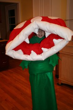 How to Make Your Very Own Super Mario Bros. Piranha Plant Costume Mario Costume Diy, Super Mario Costumes, Homemade Costumes, Diy Costumes, Halloween Costumes, Video Game Party, Party Games, Super Mario Bros, Halloween 2018