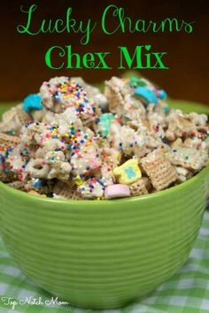 Lucky Charms Chex Mix is a fun and festive St. Patrick's Day treat that you can make with your kids! Chex Mix Recipes, Snack Recipes, Dessert Recipes, Cooking Recipes, Yummy Treats, Delicious Desserts, Sweet Treats, Easter Recipes, Holiday Recipes