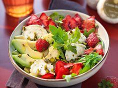 Salade fraise-avocat au chèvre, facile et pas cher : recette sur Cuisine Actuelle