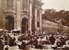 Salzburger Grünmarkt am Universitätsplatz mit Universitätskirche Salzburg Austria, Kirchen, Building, Places, Travel, Vintage, Vintage Photos, Voyage, Buildings