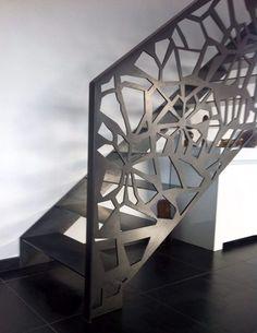 Scari interioare moderne - Traforate.ro Metal Grill, Minimalism, Stairs, Interior, Table, Cnc, Furniture, Design, Home Decor