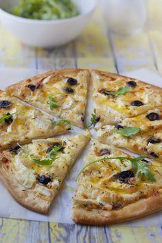 Reall about potato pizza recipes. Vegetable Pizza Recipes, Vegetarian Recipes, Cooking Recipes, Pizza Recipe Mozzarella, French Bread Pizza, Köstliche Desserts, Plated Desserts, Quiches, Food Inspiration