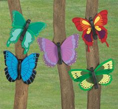 Giant Bright Butterflies Wood Pattern This full-size pattern has five colorful and fun to make butterfly designs for your yard or garden. #diy #woodcraftpatterns