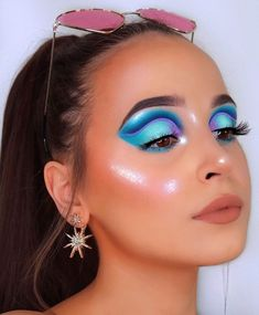Who else is exited for summer?💙 Eye makeup inspired b