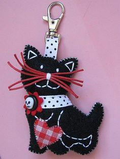 avec un gabarit de chat: élève peut le compléter avec des accessoires perso. en feutre, en carton on en papier laminé.