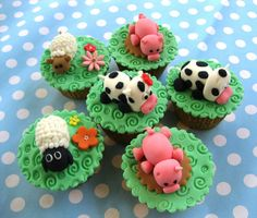 These cute farm themed cupcakes are perfect for kids, who love farm animals! Check out this collection of amazing cupcakes that were made by people from around the world. Farm Animal Cupcakes, Kid Cupcakes, Custom Cupcakes, Fondant Cupcakes, Cupcake Party, Cupcake Cakes, Cupcake Ideas, Cup Cakes, Childrens Cupcakes