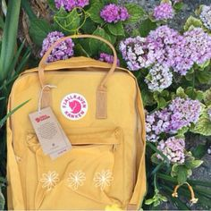 can someone get me a kanken pretty please I'll love you forever Kanken Backpack, Backpack Bags, Fjallraven, Mellow Yellow, How To Make, How To Wear, Backpacks, Ever After, Embroidery
