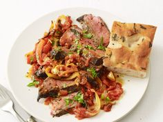 Steak Pizzaiola : Lean cuts of sirloin are simmered until tender and extra-flavorful in a garlicky tomato sauce for a healthier-than-it-tastes steak dinner in minutes. Beef Recipes, Italian Recipes, Cooking Recipes, Healthy Recipes, Healthy Dinners, Water Recipes, Grilling Recipes, Easy Recipes, Cooking Pork