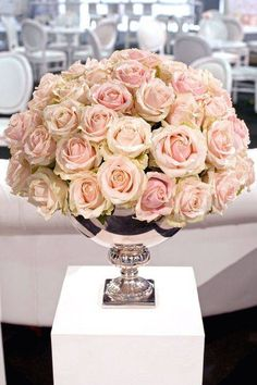 Love the mix of soft pinks in the silver urn <3