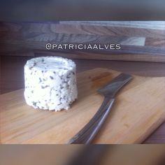 Ricota artesanal temperada com sal, pimenta do reino branca e orégano. Delicada e refrescante !