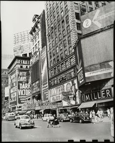 Times Square 1952 Photo by Larry Silver Times Square Restaurants, In His Time, Today In History, Good Old Times, 42nd Street, City Scene, Historical Society, New York City, Street View