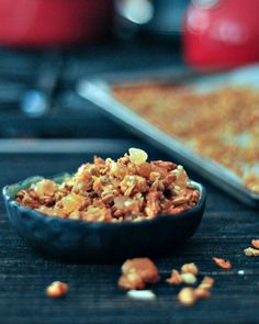 Oil Free Spicy Ginger Vanilla Granola - a quick and easy snack with a deliciously warm and spicy flavor. @spabettie