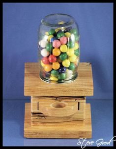 Scrollsaw Workshop: Gumball Machine stuff-i-want-to-make Diy Gumball Machine, Bubble Gum Machine, Homemade Bubbles, Bear Shop, Wood Shop Projects, Candy Dispenser, Ball Mason Jars, Woodworking Projects Plans, Woodworking Inspiration