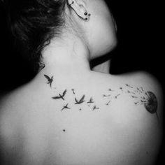 Saiba o que significa a tatuagem da flor Dente de Leão e veja 70 exemplos desta tatuagem para se inspirar antes da sua próxima tattoo de Dente de Leão.