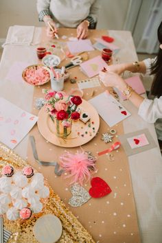 Looking for valentine's decoration ideas for brunch party this Galentine's? Marvel at these Valentine's day decor ideas tocreate the perfect party look. Valentines Day Photos, Valentines Day Food, Valentines Day Decorations, Valentine Day Crafts, Valentine Party, Homemade Valentines, Walmart Valentines, Parties Decorations, Printable Valentine