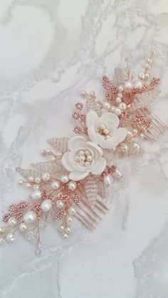 Rose Gold Bridal hair comb Rose Gold Bridal headpiece - Hairstyles For All Hair Comb Wedding, Wedding Hair Pieces, Wedding Veils, Wedding Flower Decorations, Wedding Flowers, Flower Arrangements Simple, Flower Tattoo Back, Sparkle Wedding, Flowers In Hair