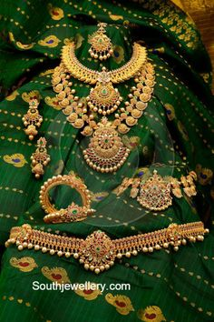 New South Indian Bridal Jewellery Earrings Pearls Ideas Gold Bridal Jewellery Sets, South Indian Bridal Jewellery, Indian Jewellery Design, Wedding Jewelry, Jewelry Design, Gold Jewelry, Leather Jewelry, Luxury Jewelry, Designer Jewellery