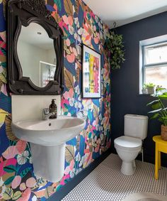 For the Home Bold floral wallpaper and dark blue painted accent wall in the bathroom Kitchen Improve Modern Floral Wallpaper, Bold Wallpaper, Tropical Wallpaper, Colorful Wallpaper, Small Bathroom Wallpaper, Wallpaper Toilet, Eclectic Wallpaper, Wallpaper For House, De Gournay Wallpaper