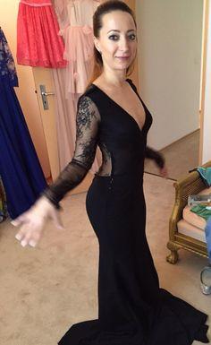 Probe pentru o minunata rochie sirena! Probe pentru o minunata rochie sirena!💃 #rochiilacomanda #rochiidantela #rochiinegre #rochiiocazie #�...