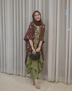 Ideas Sewing Skirts Women Inspiration For 2019 Kaftan Batik, Batik Kebaya, Blouse Batik, Batik Dress, Kebaya Hijab, Kebaya Dress, Kebaya Muslim, Hijab Gown, Muslim Fashion